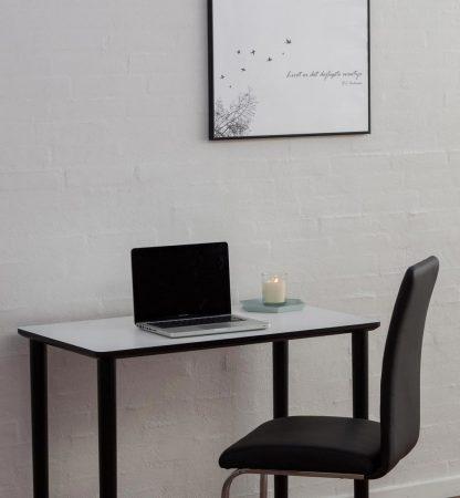Kompakt skrivebord til lejligheden eller studieværelset