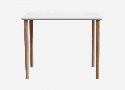 Hvid skrivebord med egetræsben
