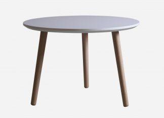 Rund sofabord med hvid laminat og egetræs bordben